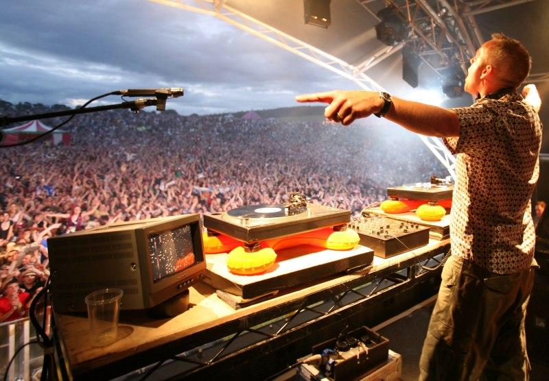 DJ Crowd
