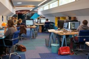 floating-desk-coworking-space