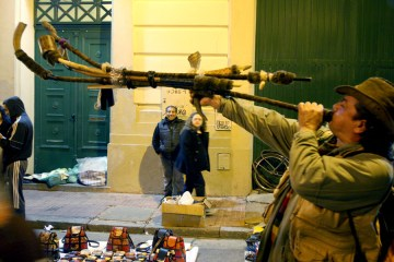 San-telmo-street-performers-Buenos-Aires