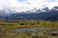 Mountain-peaks-patagonia-over-lagoon-3677