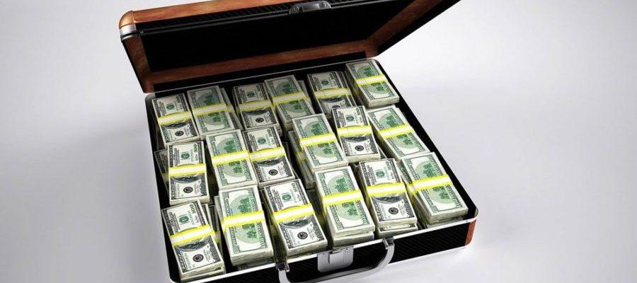 Crowdfunding Geldkoffer (Bild: Pixabay)