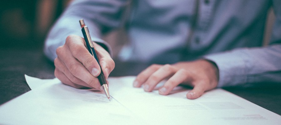 Arbeitsvertrag (Bild: Pixabay)