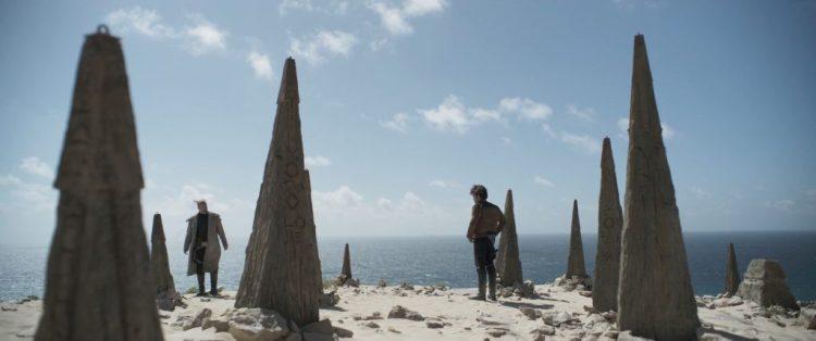 In diezelfde duinen staan Beckett (Woody Harrilson) en Han. Beckett verteld Han dat hij een team aan het samenstellen is. Een team dat bestaat uit de volgende gezichten die we voorbij zien flitsen.
