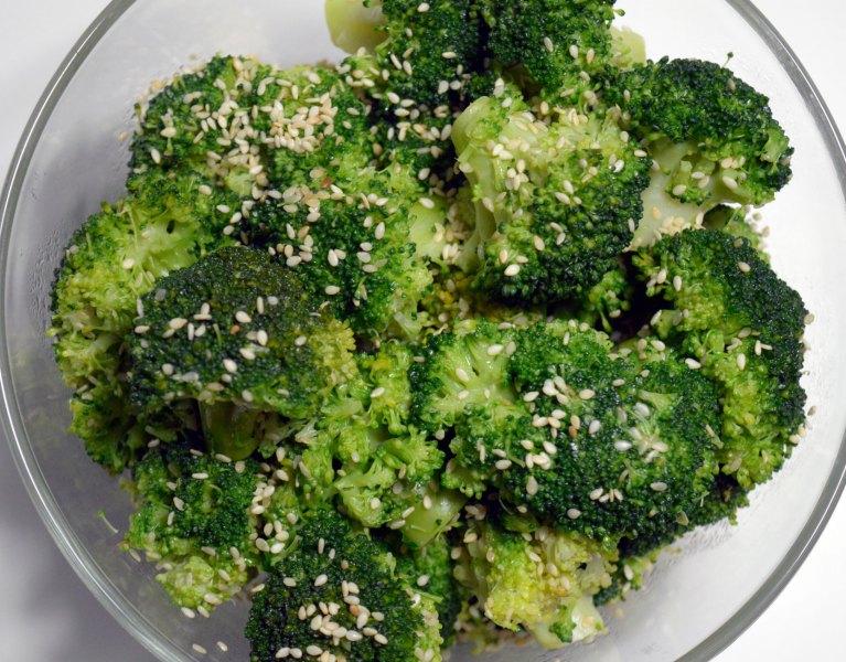 brokuły z sezamem