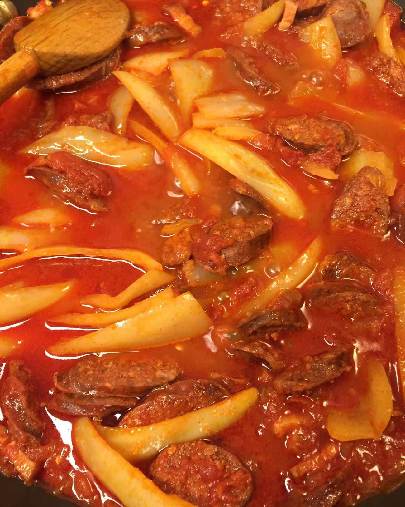 SPICY HUNGARIAN SAUSAGE GOULASH (LESCO)