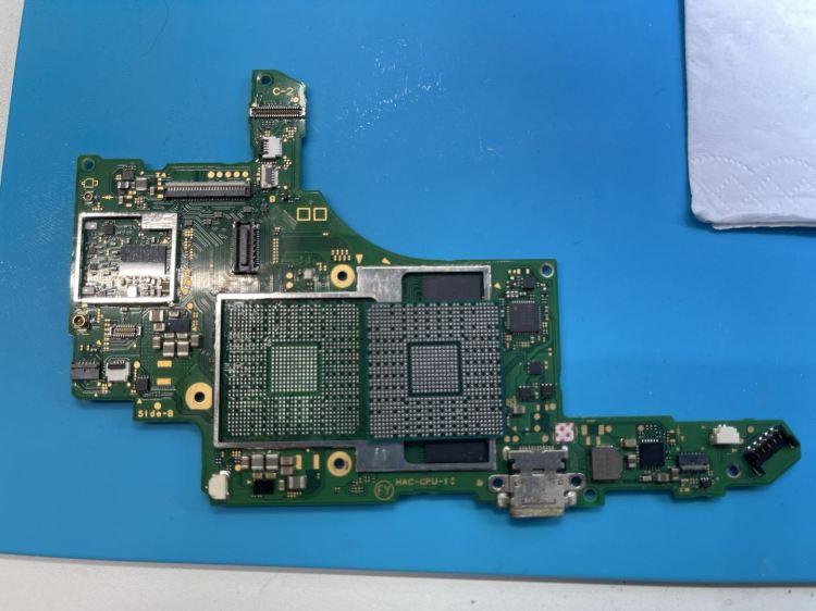 基板もきれいにして、CPUをリワーク準備完了