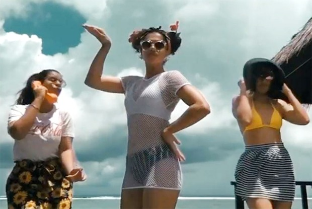 Taapsee Pannu does 'biggini shoot' in Maldives with her sisters; leaves Anushka Sharma, Varun Dhawan, Bhumi Pednekar in splits