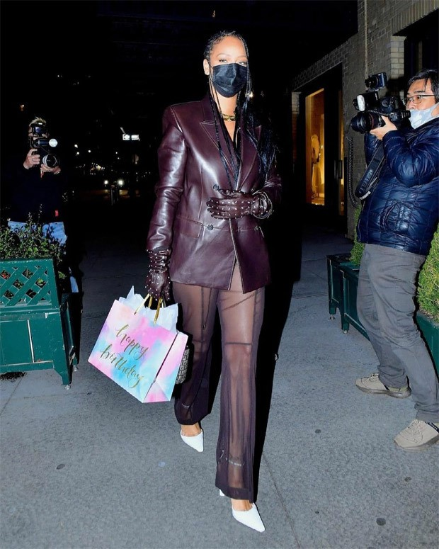 Three date nights, three glam looks – Rihanna makes strong style statement with stunning outfits : Bollywood News Moviesflix - MoviesFlix | Movies Flix - moviesflixpro.org, moviesflix , moviesflix pro, movies flix