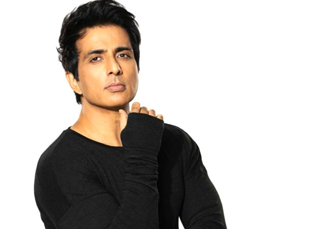Sonu Sood and his team saved 20-22 Kovid-19 patients at ARK Hospital in Bengaluru at midnight