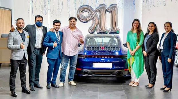 राम कपूर रुपये की एक शानदार पोर्श कार खरीदते हैं।  1.8 करोड़