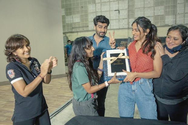 """One could always rely on Arjun Kapoor & John Abraham to lighten everyone's moods"" - says Kaashvie Nair, director of Sardar Ka Grandson"