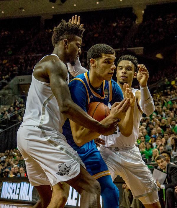 Upset! Oregon Ducks take down UCLA Bruins | PHOTOS | KVAL