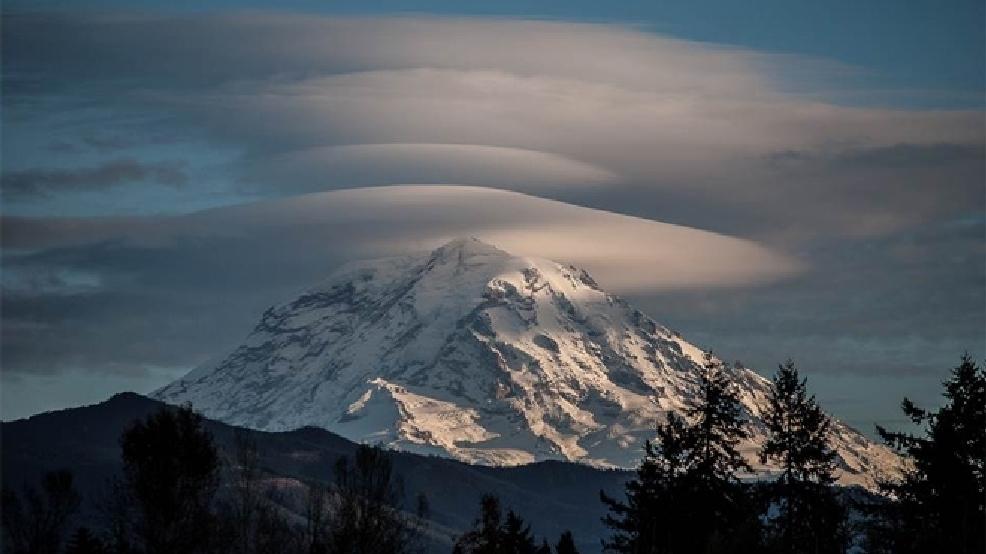 Bildergebnis für Lenticular clouds