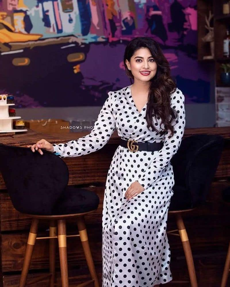 Actress Sneha in stylish and hot look, photos goes viral