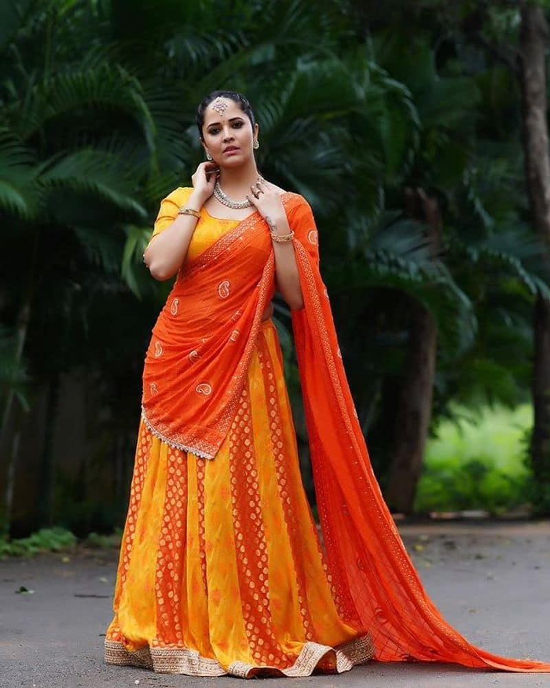 Anasuya latest half saree pic is just stunning and trending in social media