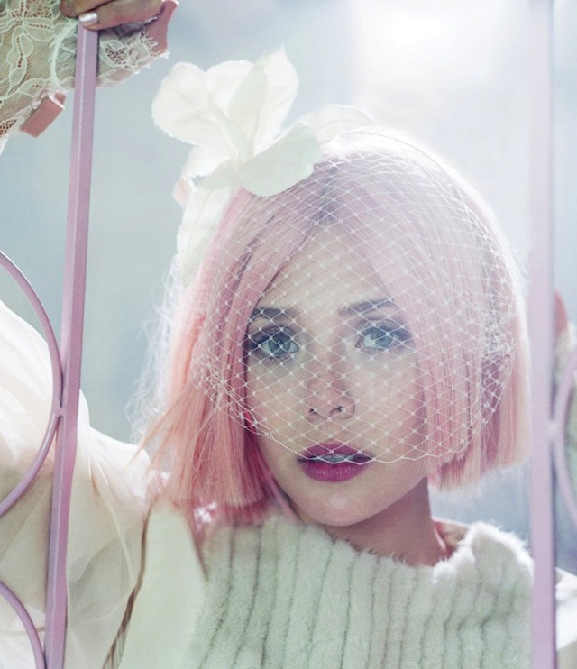 elizabeth olsen03 1035x1200 Lizzie Olsen Rocks Pink Stained Lips & Pink Hair for Bullet