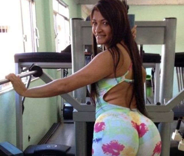 Big Booty In Tight Pants At The Gym Porn Photo