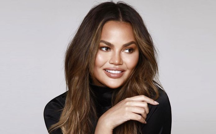 Troll Asks Chrissy Teigen If She REALLY Got Her Breast Implants Removed, Model Sets The Record Straight For Once & All!
