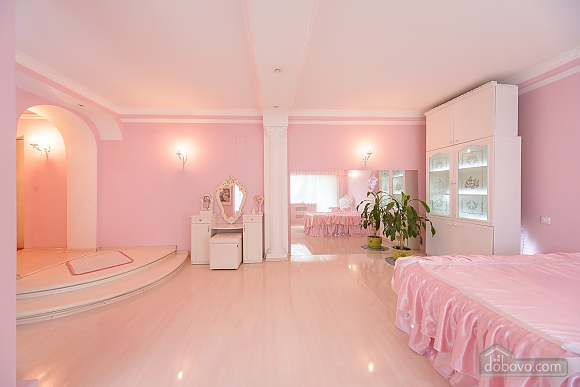 Cosmetic Table Room In Pink