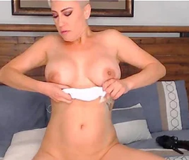 Hot Mom Do Her Thing To Be Naughty Again