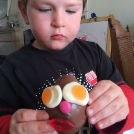 decorating Easter eggs 3