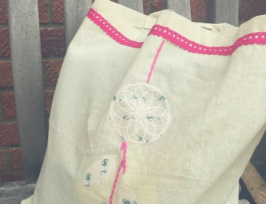 Simple dream catcher tote bag
