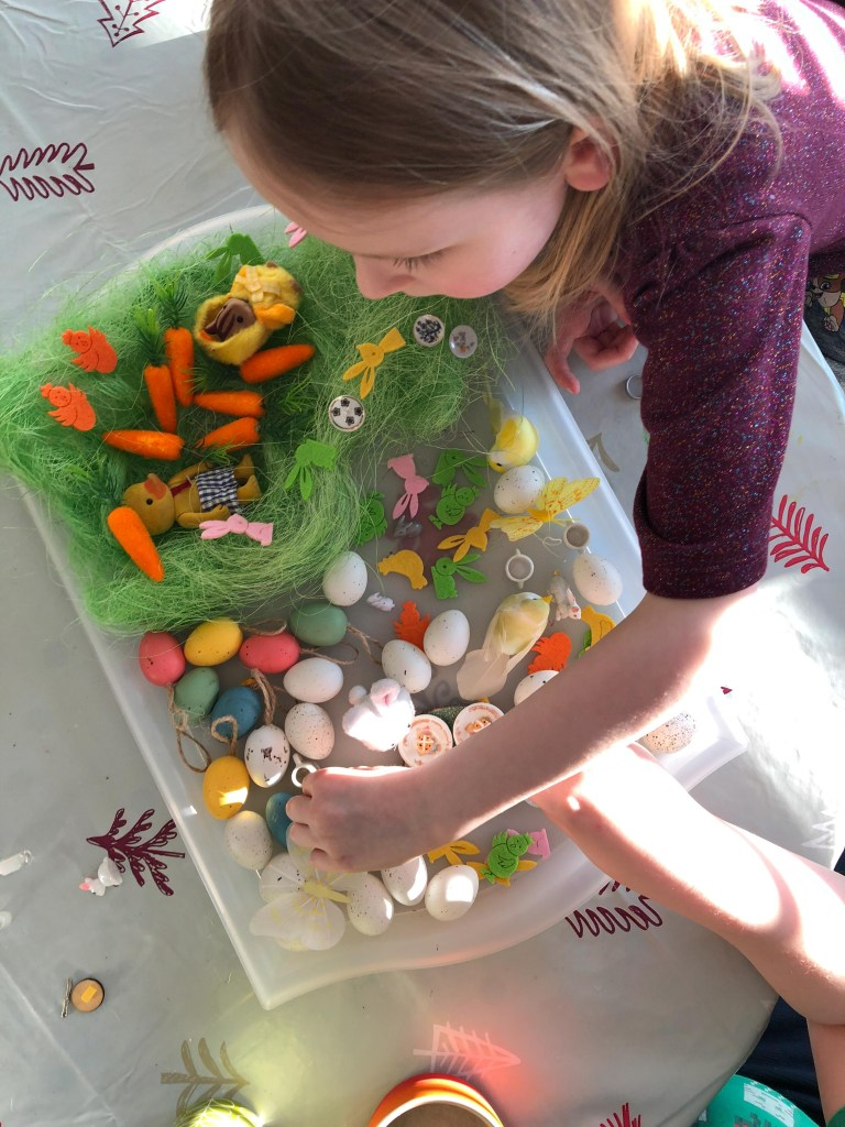 Spring sensory tray for kids