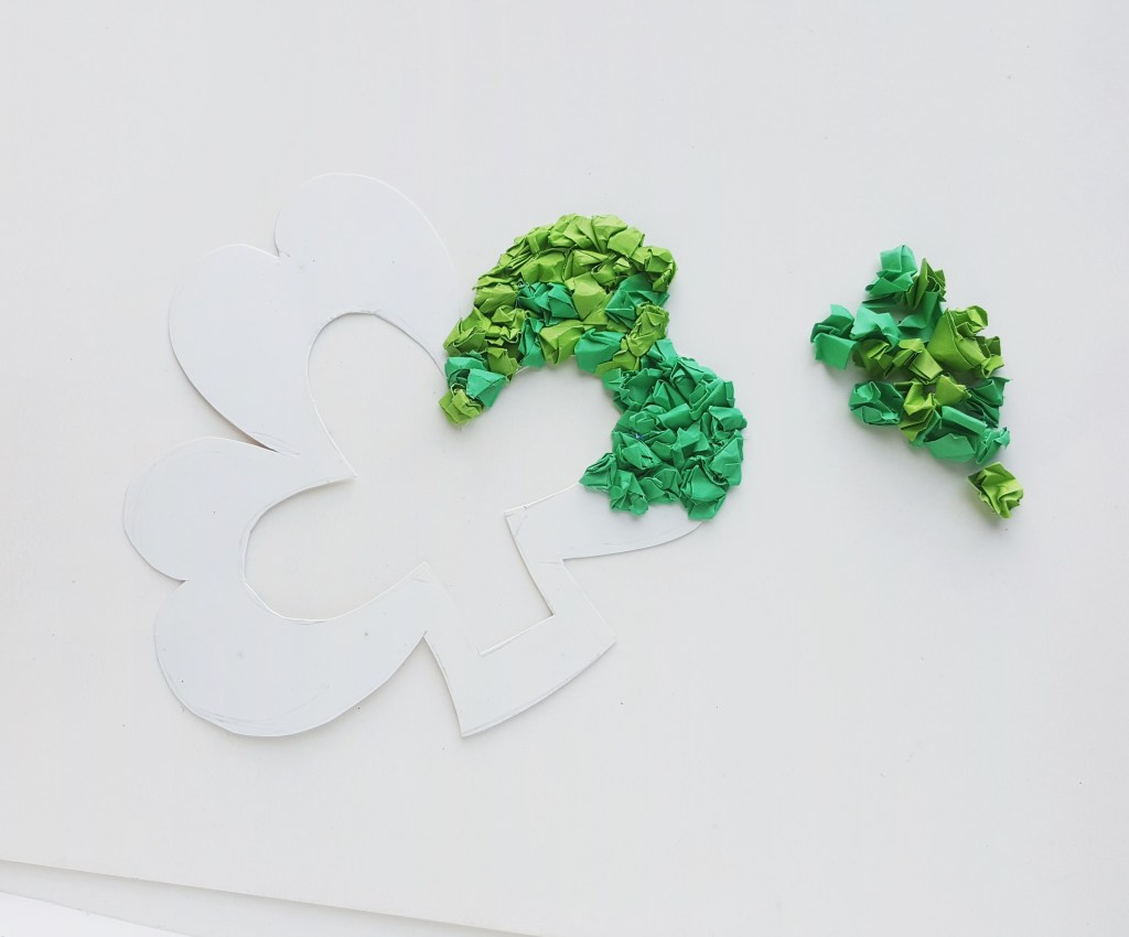 Shamrock paper wreath tutorial