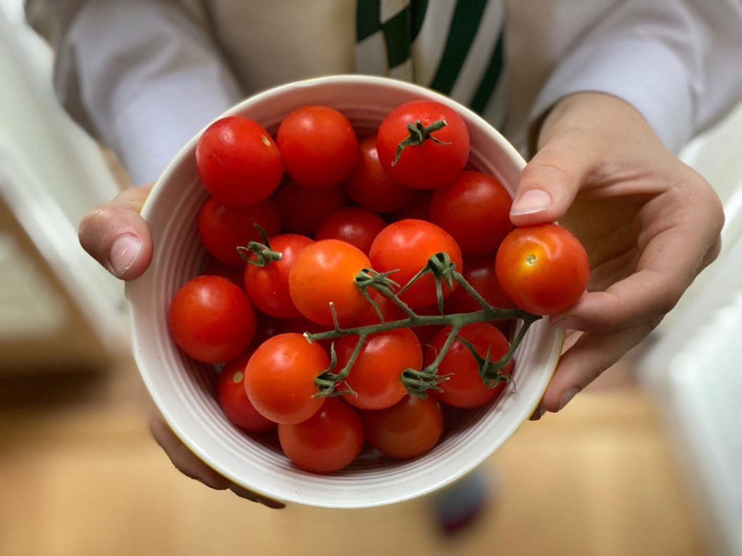 Simple food fun with British piccolo tomatoes