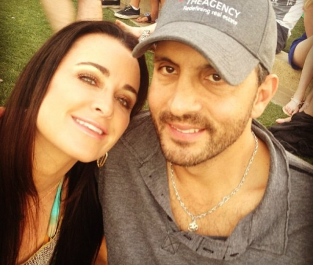 Real Housewives Mauricio Umansky Denies Cheating On Kyle Richards Says I Am Faithfully Committed