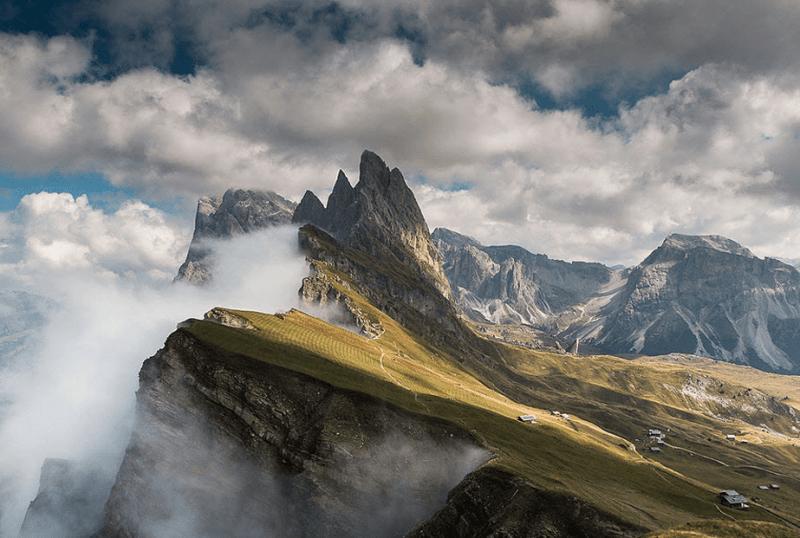 mist over de berg van de Dolomieten
