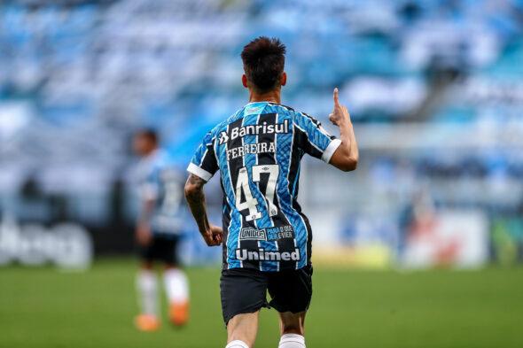 Atlético goianiense estreia novo ônibus. Ferreira agradece Renato, deixa polêmicas no passado e
