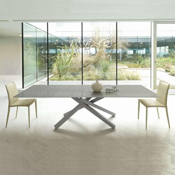 table design extensible en verre trempe et pietement mikado en metal pechino midj