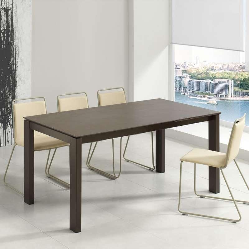 table rectangulaire extensible avec plateau en dekton et pieds en metal evento