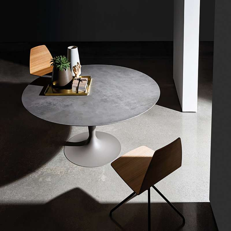 table ronde design en ceramique avec pied central flute sovet