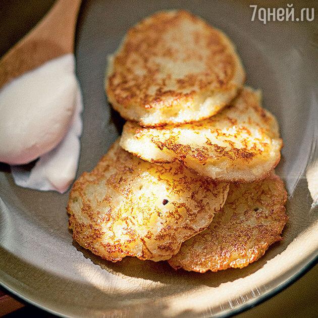 Картофельные блины со сметаной