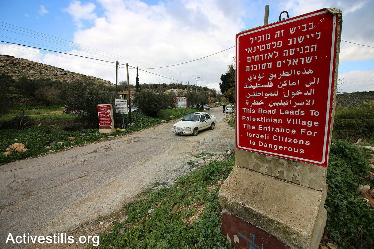 The entrance of the Palestinian village of Dier 'Ammar as it appears from Israeli highway No. 463, West Bank. January 18, 2019. (Ahmad Al-Bazz / Activestills)