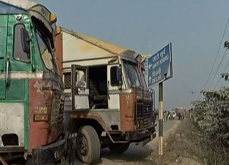 Another attempt by Delhi Police to stop tractor parade, all link roads towards Singhu border sealed
