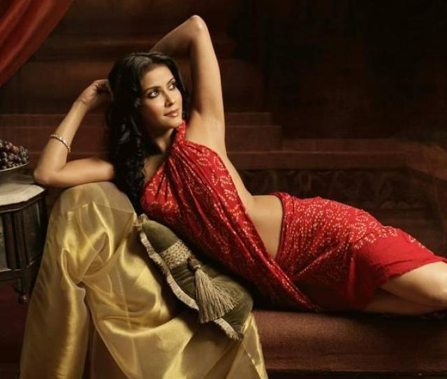 Hot Wallpapers Of Bollywood Actress In Wet Saree
