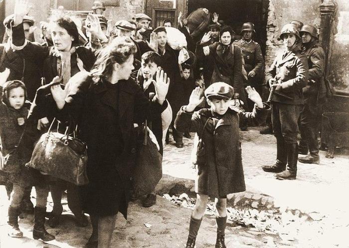 Cette image du ghetto de Varsovie est l'une des photos les plus célèbres de la Seconde guerre mondiale.