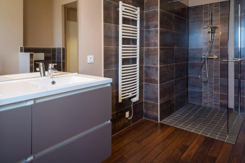 les douches a l italienne obligatoires en 2021 dans les logements neufs ce qui va changer actu