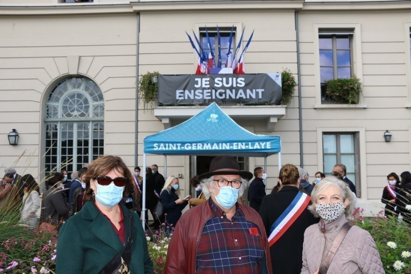 Brigitte, Jacques and Linda (from left to right) expressed their emotion, their thanks for the words of the mayor and for the organization of this demonstration of support.