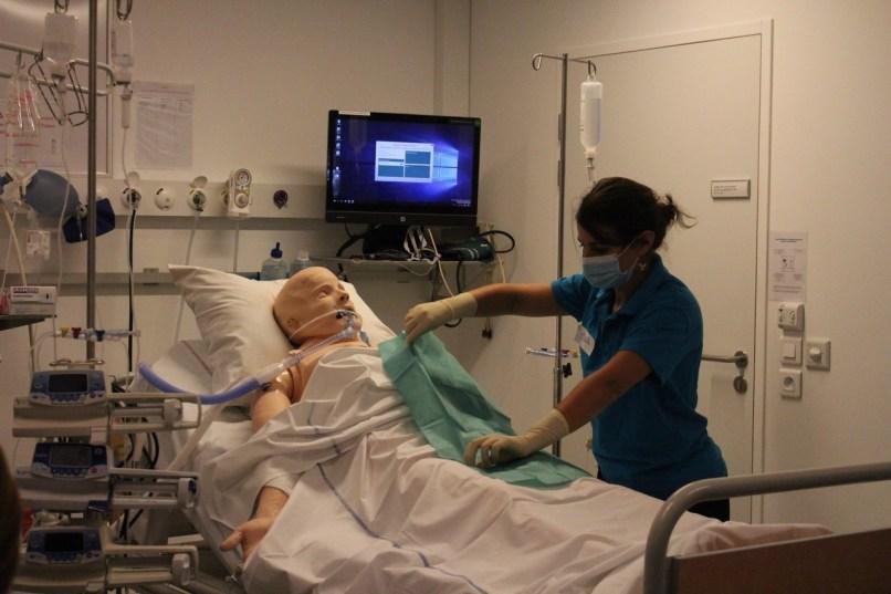 Marie, infirmière en réanimation médicale, était l'une des deux formatrices mardi 20 octobre, dans les locaux du Medical Training Center, à Rouen.