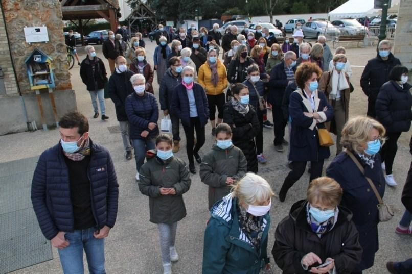 De nombreux habitants ont participé à la marche mercredi 20 octobre à Orgeval (Yvelines)
