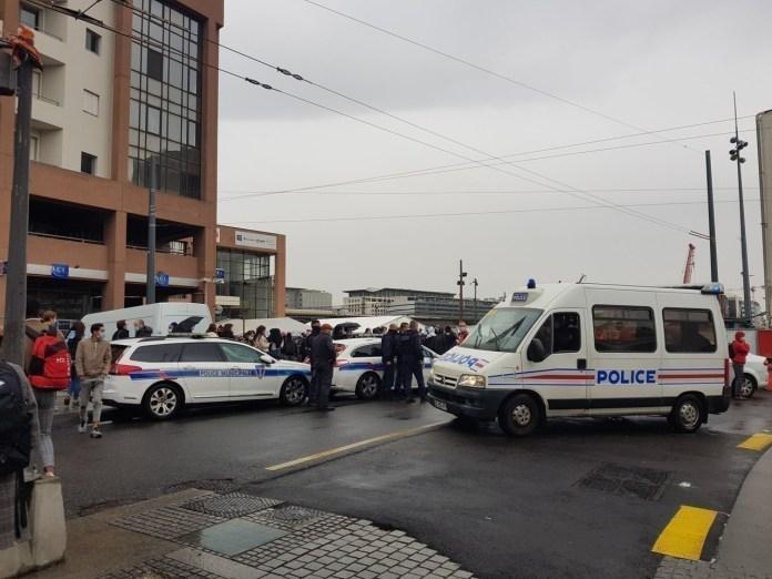 Les forces de l'ordre sont en cours d'intervention après l'alerte à la bombe déclenchée plus tôt dans l'après-midi ce jeudi 22 octobre.