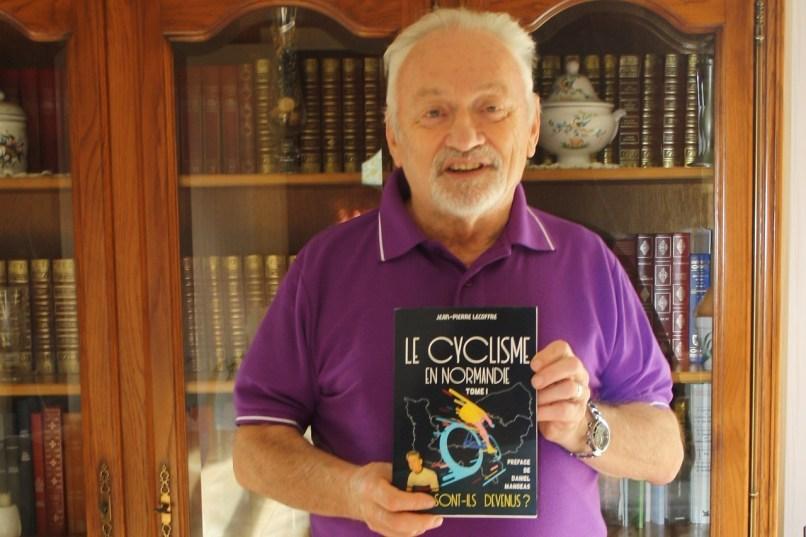 Jean-Pierre Lecoffre signe un nouveau livre sur le cyclisme pour lequel il a retrouvé la trace d'anciens coureurs professionnels normands.