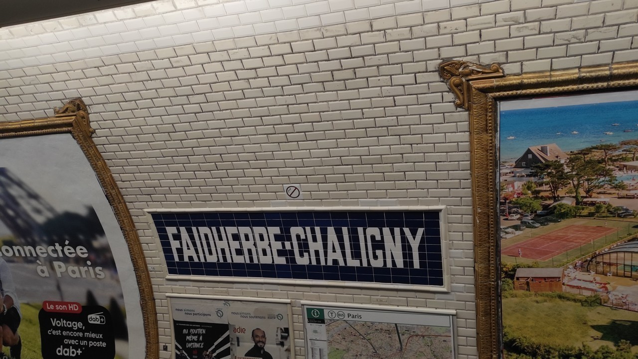 https actu fr ile de france paris 75056 photos pourquoi les murs du metro de paris sont ils couverts de carrelage blanc 39638870 html