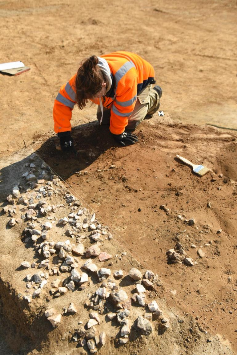 Excavation of heated stone structures, dating from the Neolithic (dating in progress).
