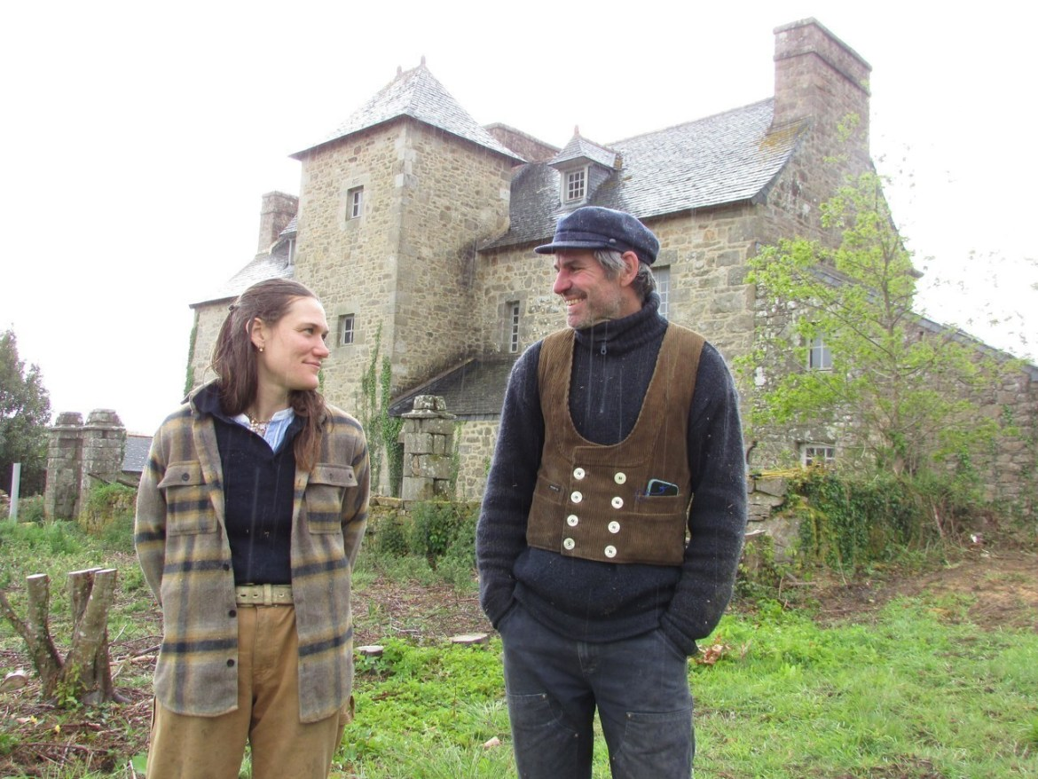 Brunhilde Bordeaux-Groult and Robert Elfgen invest the manor of Gouër to make it their place of life.