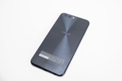 ASUS ZenFone 4 ZE554KL -015